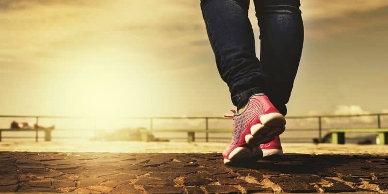 Are running shoes good for walking-min