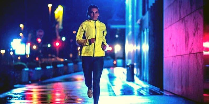 Running IN The Dark - Wear bright clothes-min